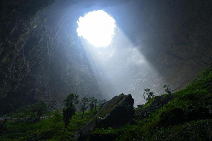 Удивительная изолированная экосистема, обнаруженная в Китае (9 фото)