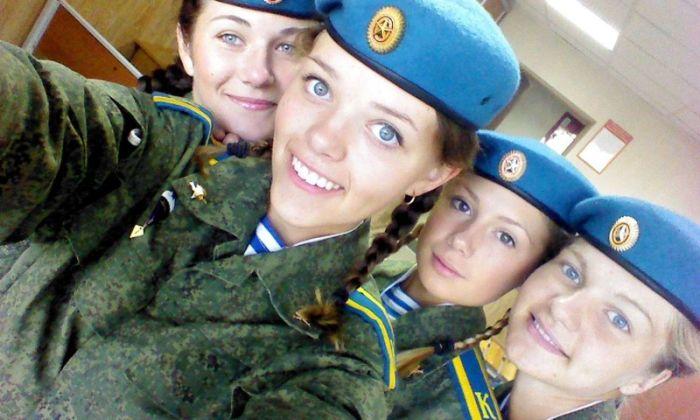Очаровательные девушки в рядах ВДВ (34 фото)