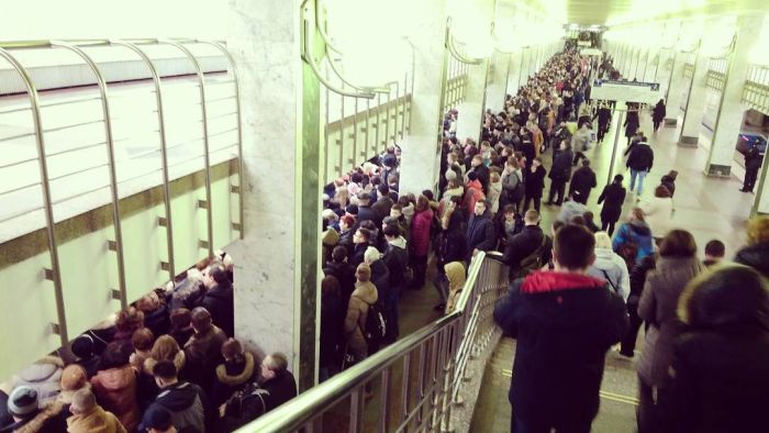 Давка в московском метро (7 фото + 2 видео)