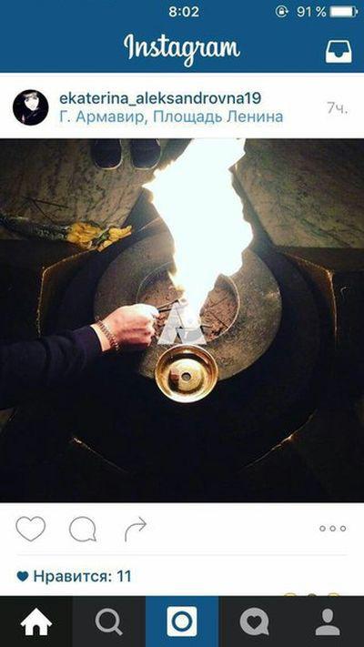 Студенты из Армавира раскурили кальян от Вечного огня (2 фото)