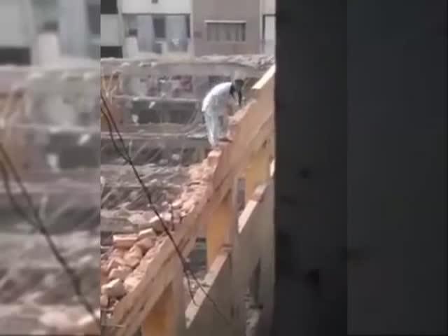 Экстремальный метод сноса зданий
