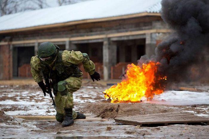 Знакомство с возрожденным нженерно-саперным штурмовым батальоном (28 фото)