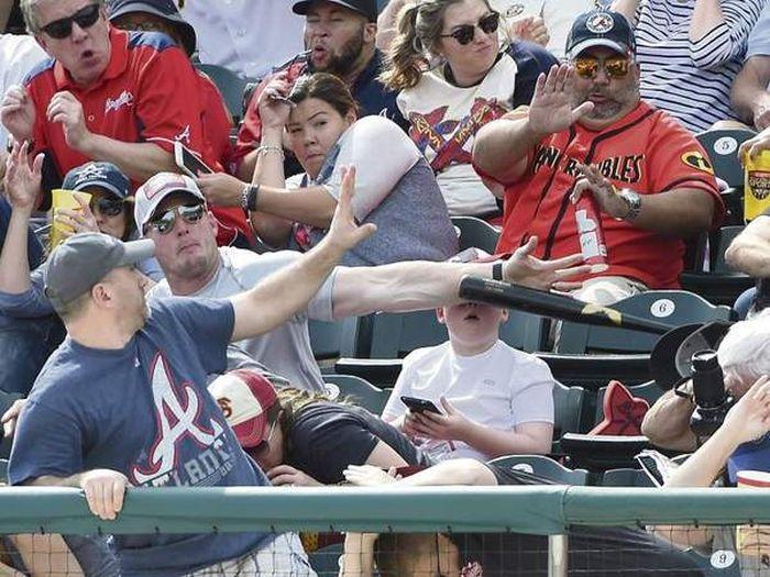 Американец, защитивший сына от удара битой, стал интернет-знаменитостью (7 фото)