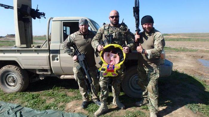 Боевики ИГИЛ использовали для разведки шары с изображением Даши-путешественницы (3 фото)