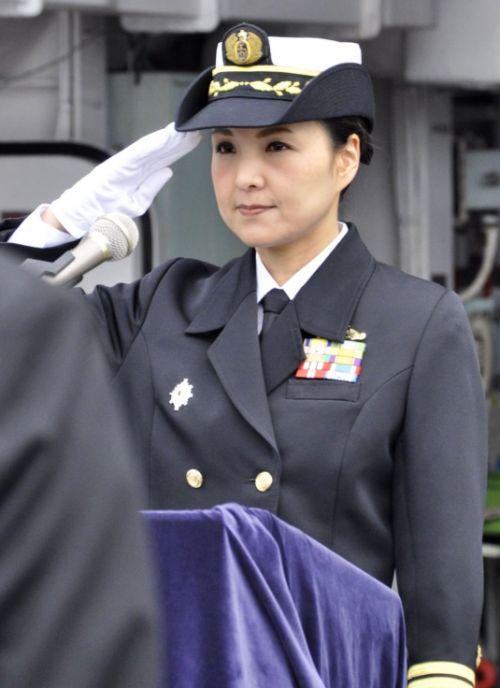 Впервые в истории японского флота капитаном эсминца стала женщина (2 фото)