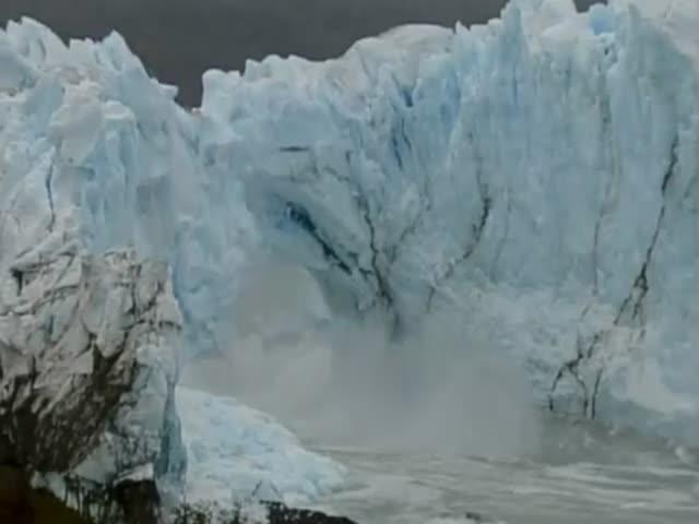 Обрушение ледяного моста в Аргентине