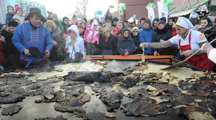 В Москве попытка испечь самый большой в мире блин закончилась неудачей (5 фото + видео)
