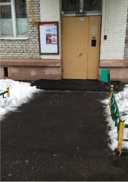 Московские чиновники «установили» исчезнувшую урну в фотошопе (2 фото)