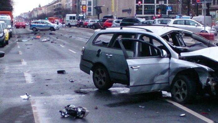 В Берлине взорвался автомобиль (6 фото)