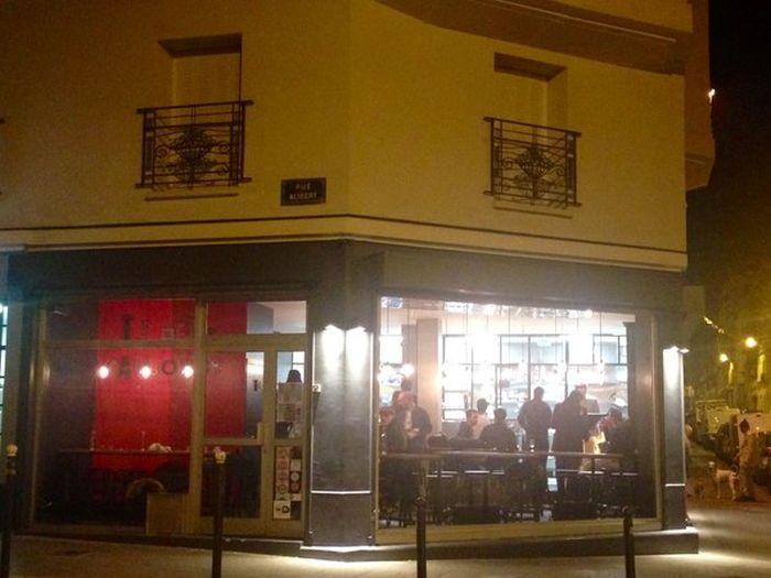 Парижский ресторан Petit Cambodge открылся впервые после ноябрьской атаки террористов (8 фото)