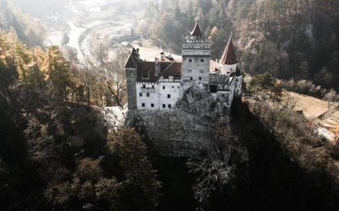 «Замок Дракулы» за 80 миллионов долларов (28 фото)