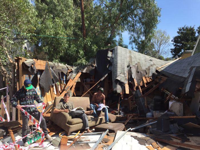 В Калифорнии рухнувшая крыша омрачила студенческую вечеринку (4 фото + видео)