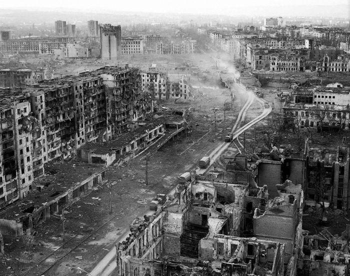 Каким был Грозный во время войны, до нее и после нее (71 фото)