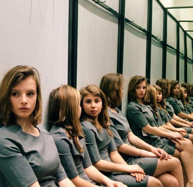 Сколько девочек изображено на этом снимке?
