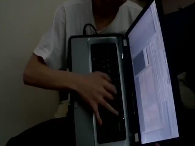 Ноутбук в роли аккордеона
