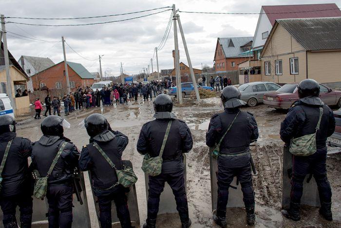 Чем недовольны жители цыганского района в поселке Плеханово (30 фото)