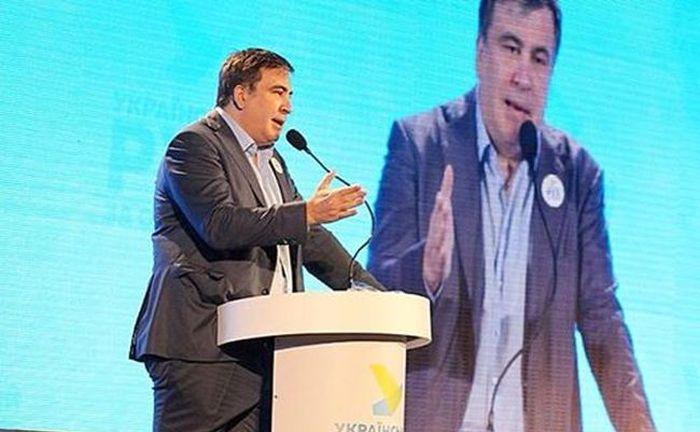 Михаил Саакашвили предстал перед публикой в брюках, заправленных в носки (2 фото)