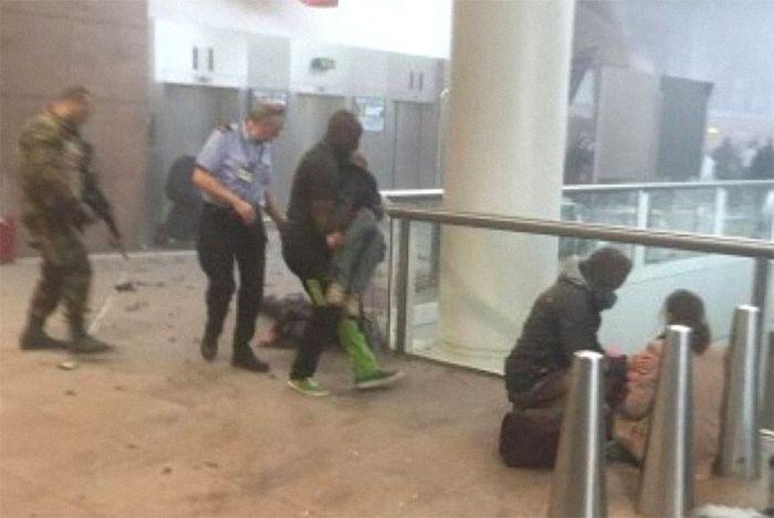 В аэропорту Брюсселя прогремело два мощных взрыва (12 фото + видео)