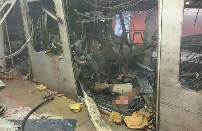 В Брюсселе произошли взрывы на двух станциях метро