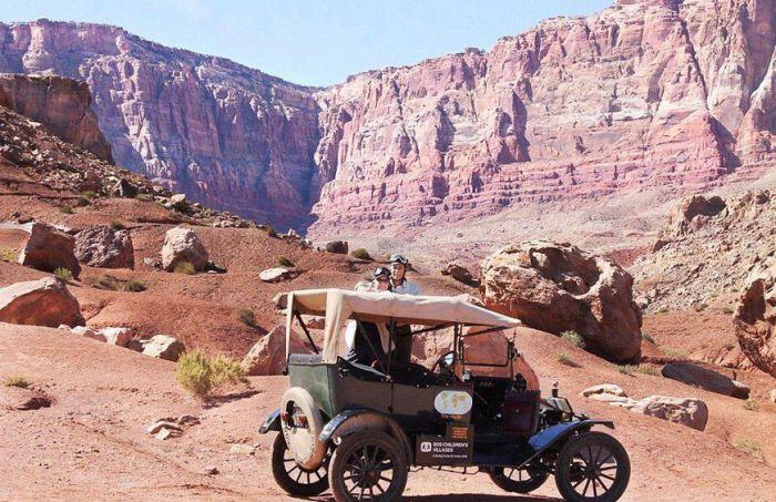 Пожилые супруги из Нидерландов отправились в кругосветное путешествие на Ford Model T 1915 года (8 фото)