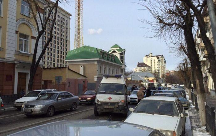 В Воронеже пьяный водитель скорой помощи протаранил шесть автомобилей (6 фото + видео)