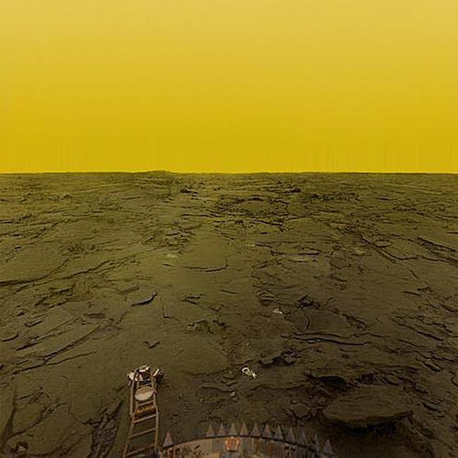 Невезение исследователей Венеры (2 фото)