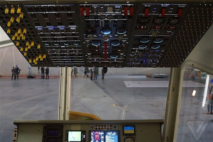 Самый большой в мире дирижабль Airlander 10 готовят к летным испытаниям (20 фото)