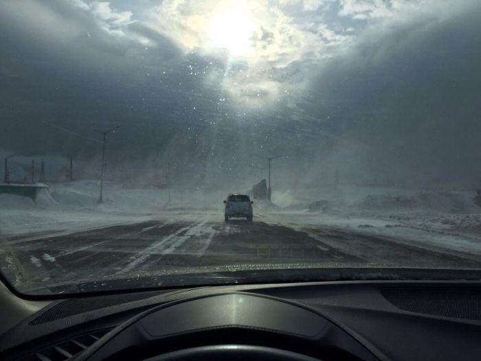 «Черная пурга» и штормовой ветер обрушились на Норильск (27 фото + 3 видео)