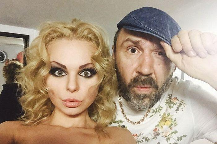 «Ленинград» попрощался с Алисой Вокс, исполнительницей песни «Экспонат» (3 фото + 2 видео)
