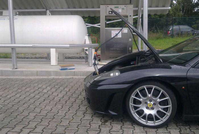 Суперкар Ferrari F430 с газобаллонным оборудованием (2 фото)