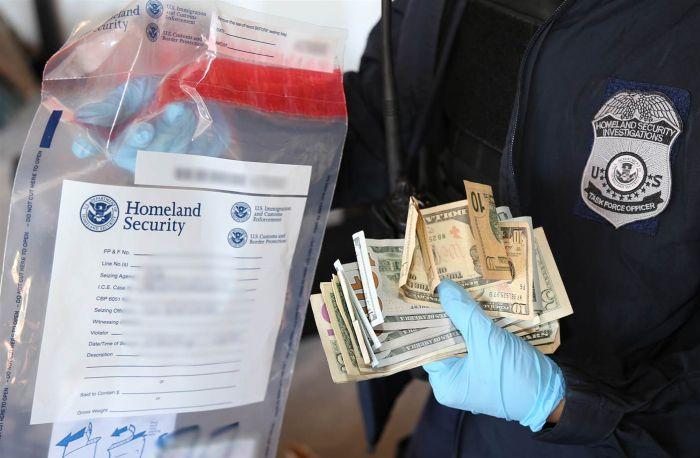 На границе США и Мексики обнаружен тоннель для контрабанды наркотиков (3 фото)