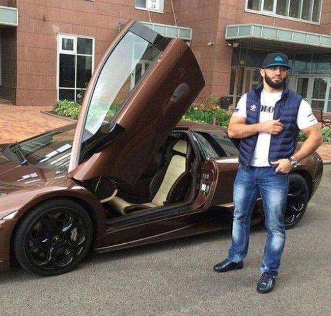 Lamborghini бойца ММA Адама Яндиева врезался в столб в Москве (7 фото)