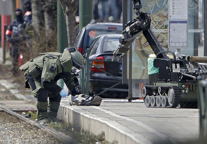 В Брюсселе прогремело два взрыва (8 фото)