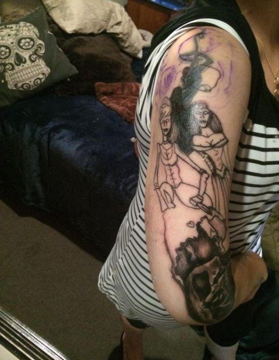 Девушке набили татуировку с зомби-принцессами вместо Золушки и Белоснежки (5 фото)