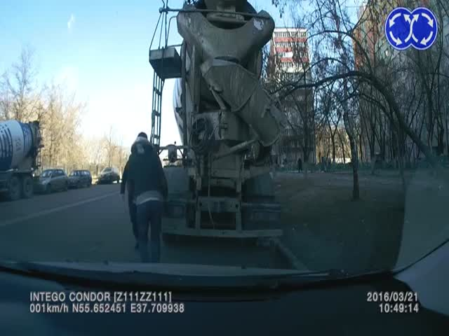 Дагестанцы пытались угнать бетономешалку
