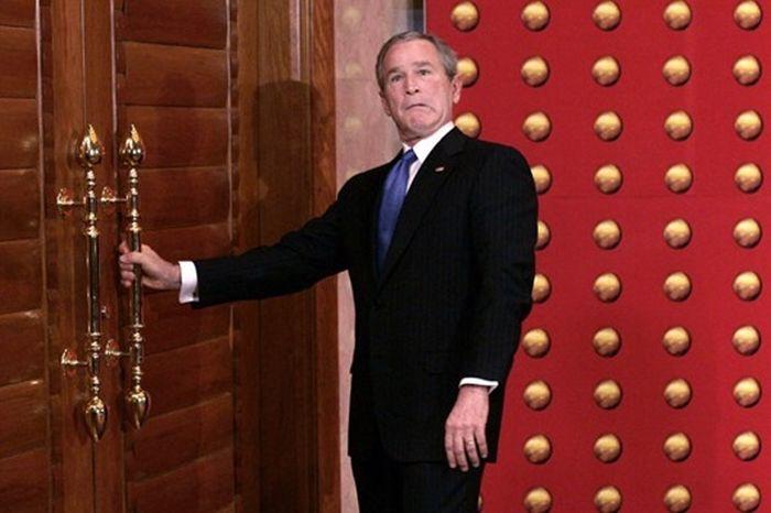 Конфузы американских политиков на зарубежных визитах (11 фото)