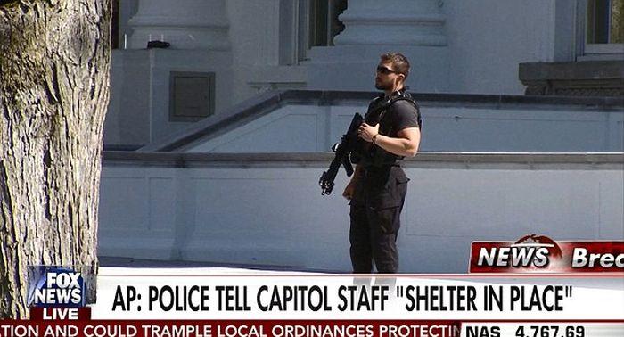 Стрельба в Капитолии в Вашингтоне (2 фото)