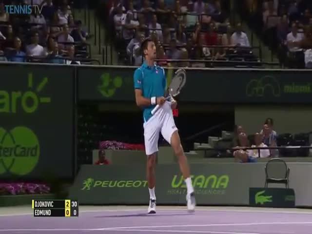 Теннисист Новак Джокович поймал мяч карманом