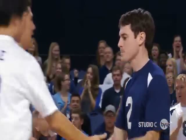 Скотт Стерлинг - волейболист, отбивающий мячи лицом