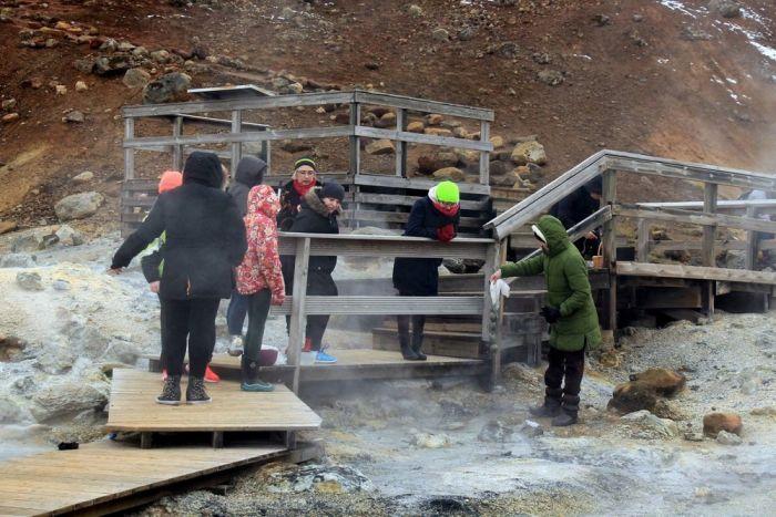 Как красят пасхальные яйца в Исландии (13 фото)