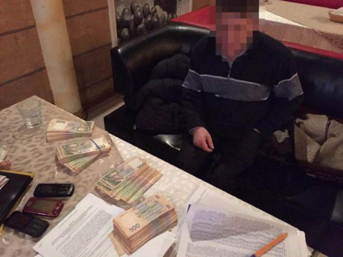 В Одессе погоревший на взятке судья открыл стрельбу и скрылся (2 фото)
