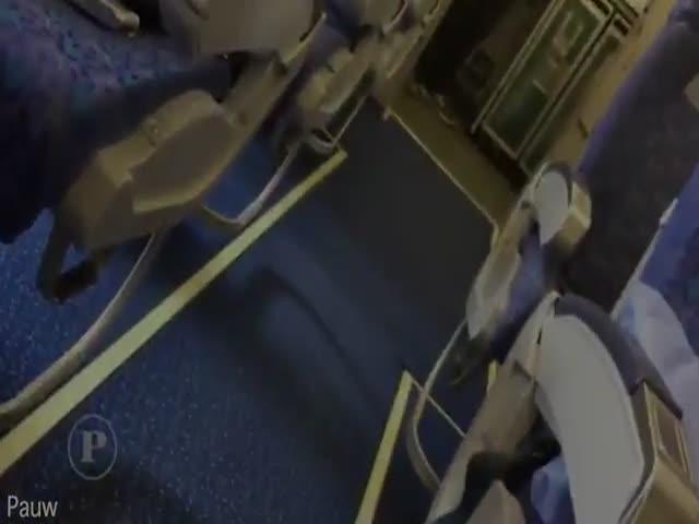 Пассажир захваченного самолета сделал селфи с преступником