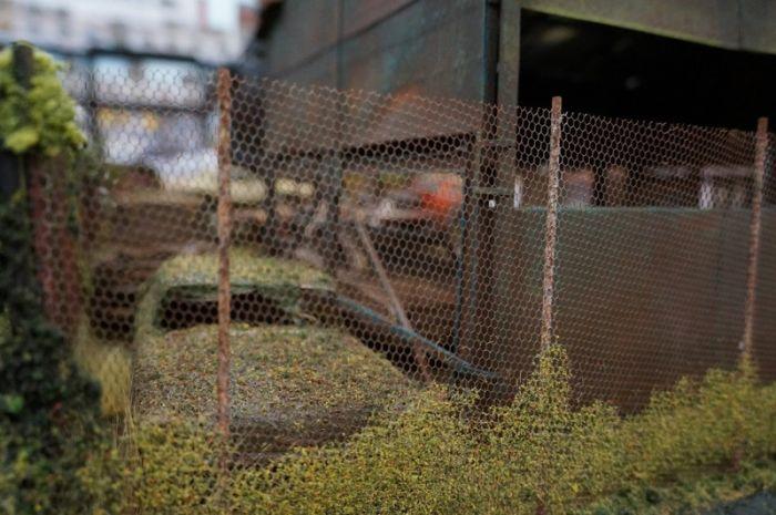 Детализированная диорама американской авторазборки (35 фото)