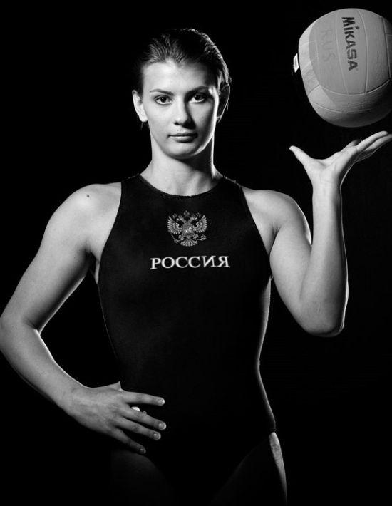 Капитаны женских команд сборной России и сборной Италии по водному полу (6 фото)