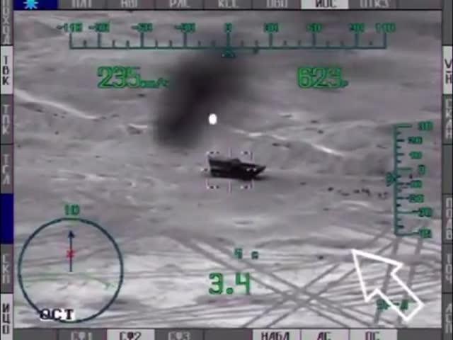 Вертолет Ми-28Н наносит удар по бронетехнике