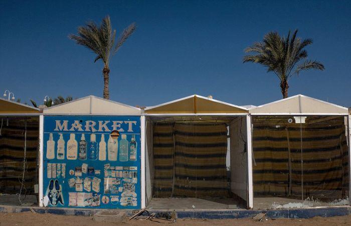 Опустевшие отели и пляжи Шарм-эль-Шейха (22 фото)