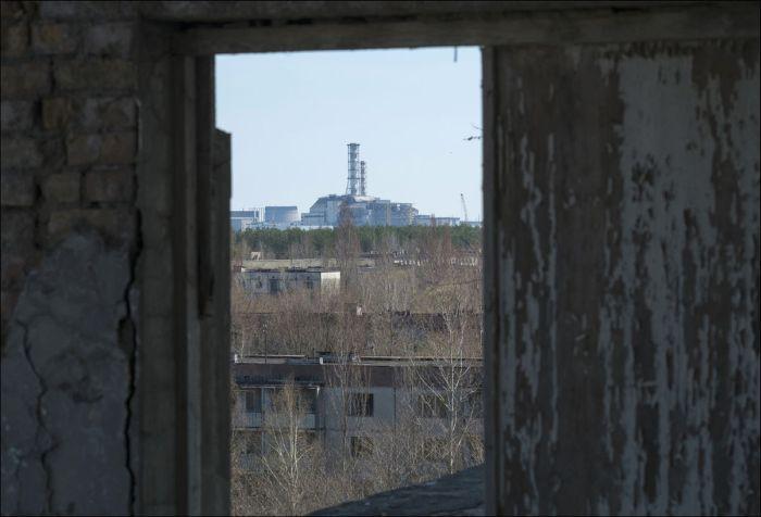 Зона отчуждения Чернобыльской АЭС спустя 30 лет после аварии (22 фото)