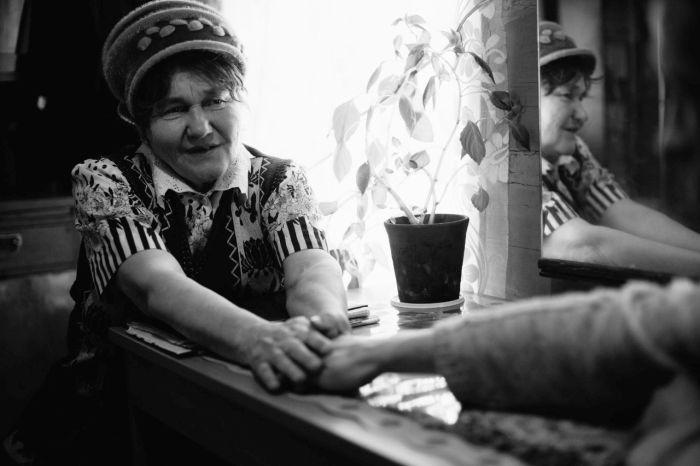 В заброшенном селе Пермского края пенсионерка открыла приют для бездомных (18 фото)