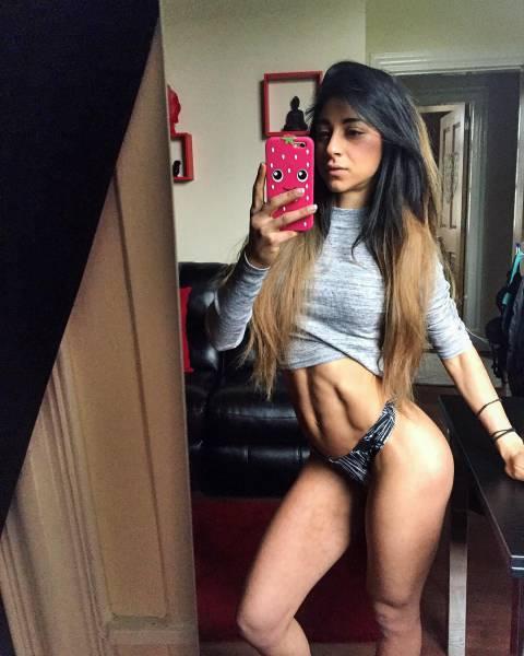Девушка поборола анорексию и увлеклась бодибилдингом (26 фото)