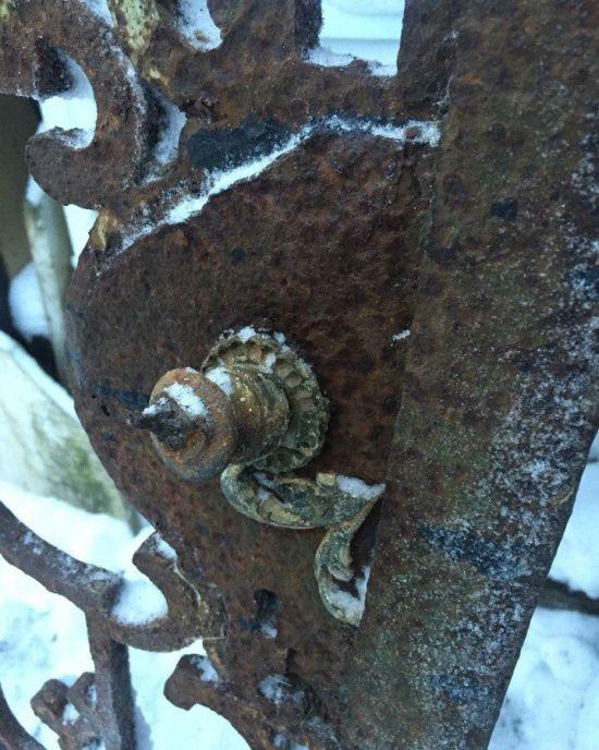Пропавшие ворота петергофской императорской дачи нашлись на сайте объявлений (8 фото)